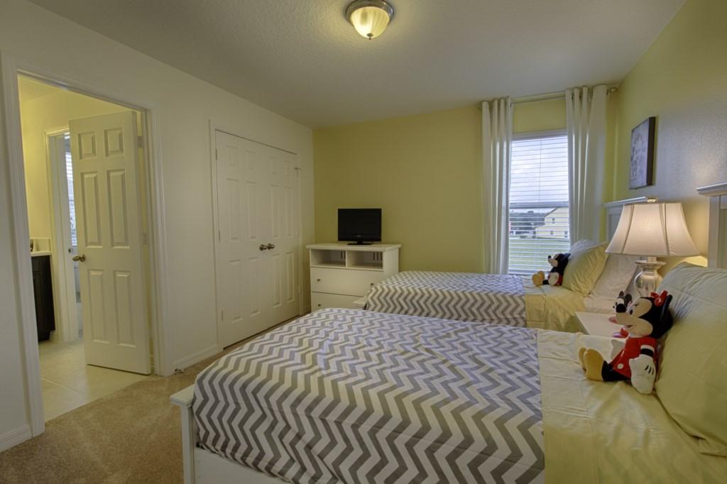 23 King Bedroom.jpg