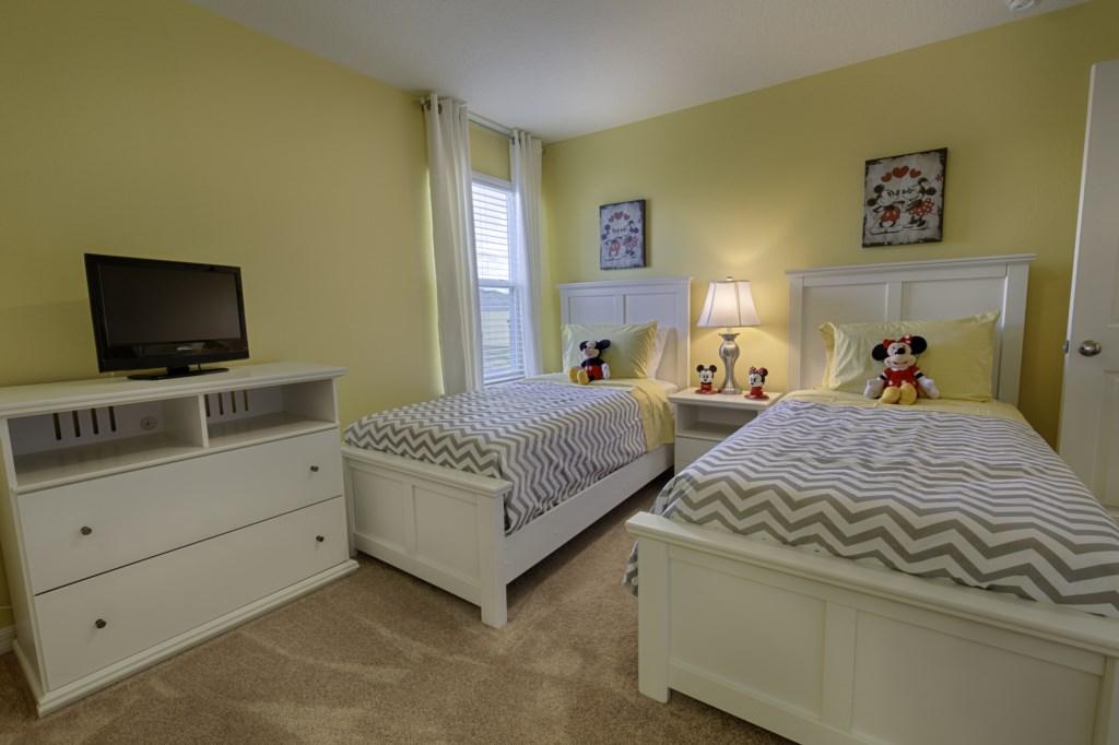24 King Bedroom.jpg