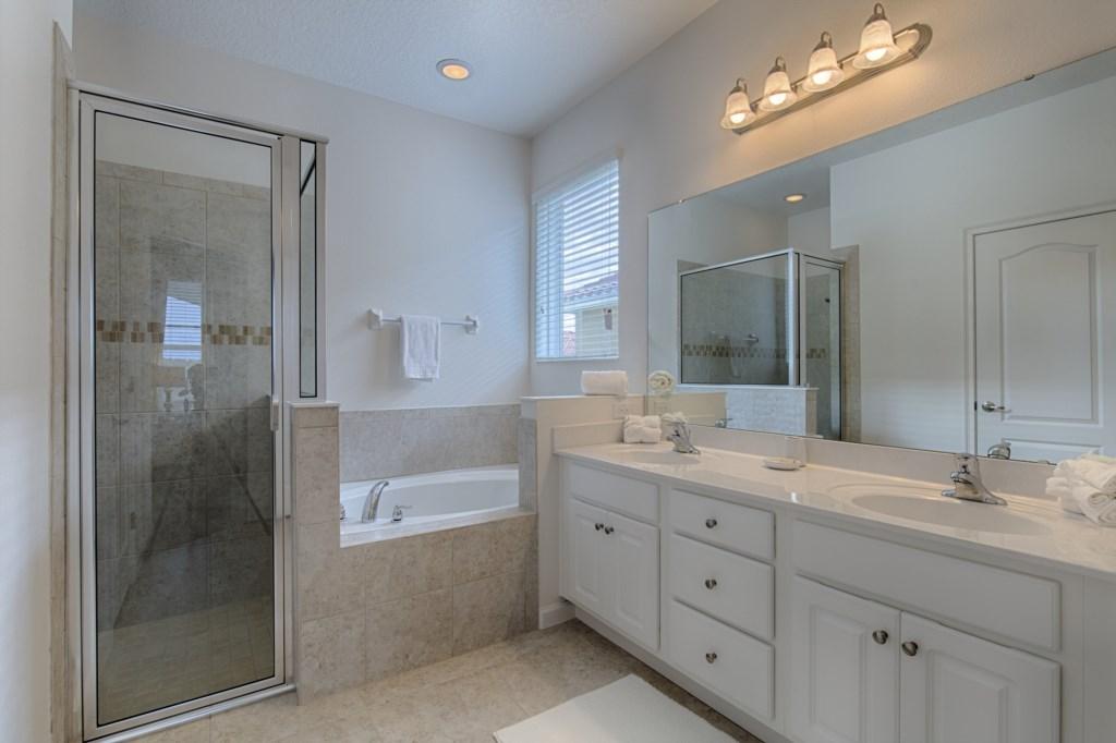 13_En-suite_Bathroom_0721.jpg