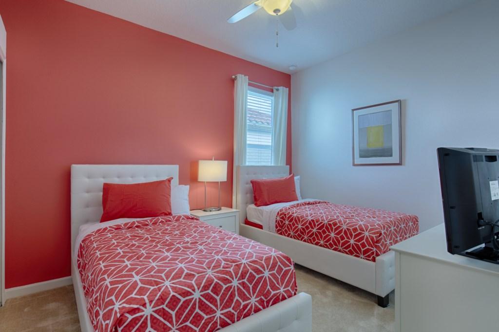 17_Twin_Bedroom_0721.jpg