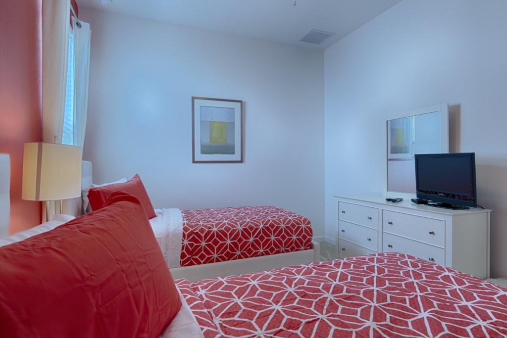 18_Twin_Bedroom_TV_0721.jpg