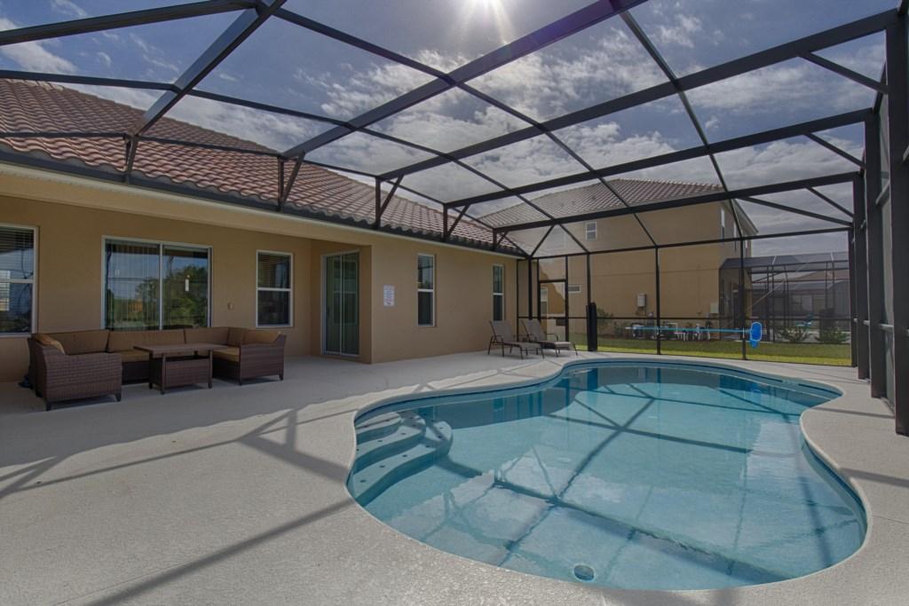 26_Pool,_deck_&_furniture_0721.jpg