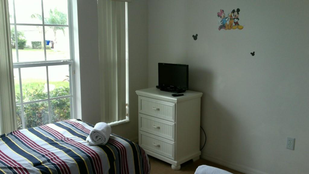 DisneyTwinBedroom(2)