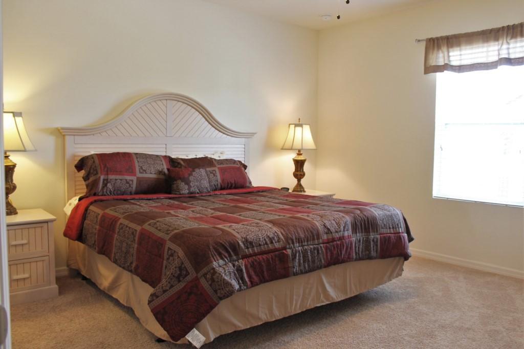 Bedroom 2 (Second Floor): King Master En Suite Bath with Large Walk In Closet!
