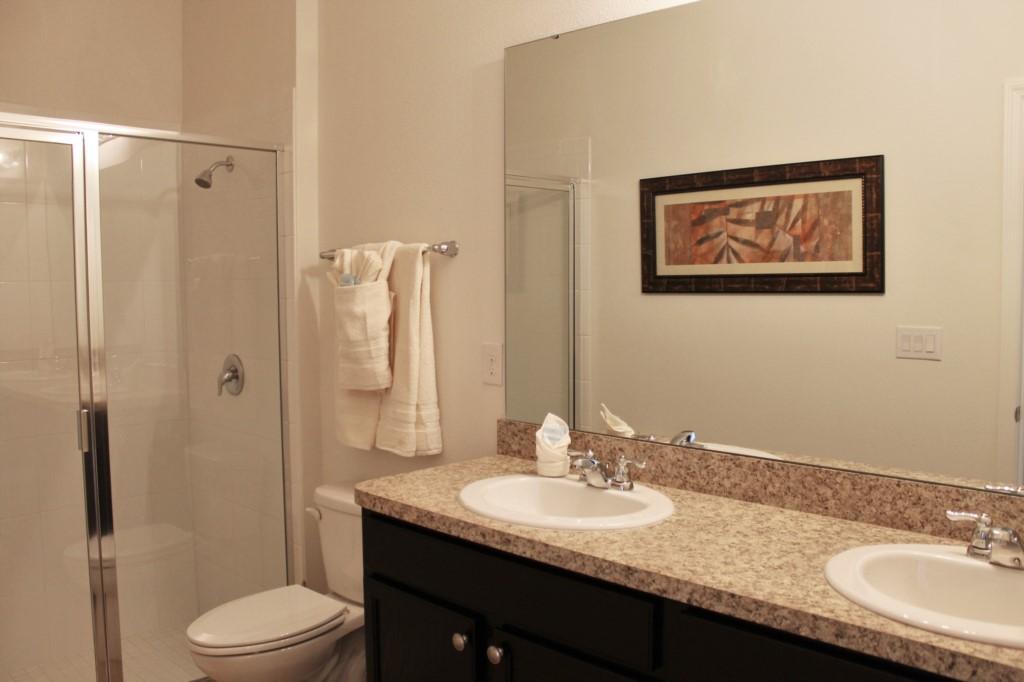 Double Sink Upstairs Hallway Bath