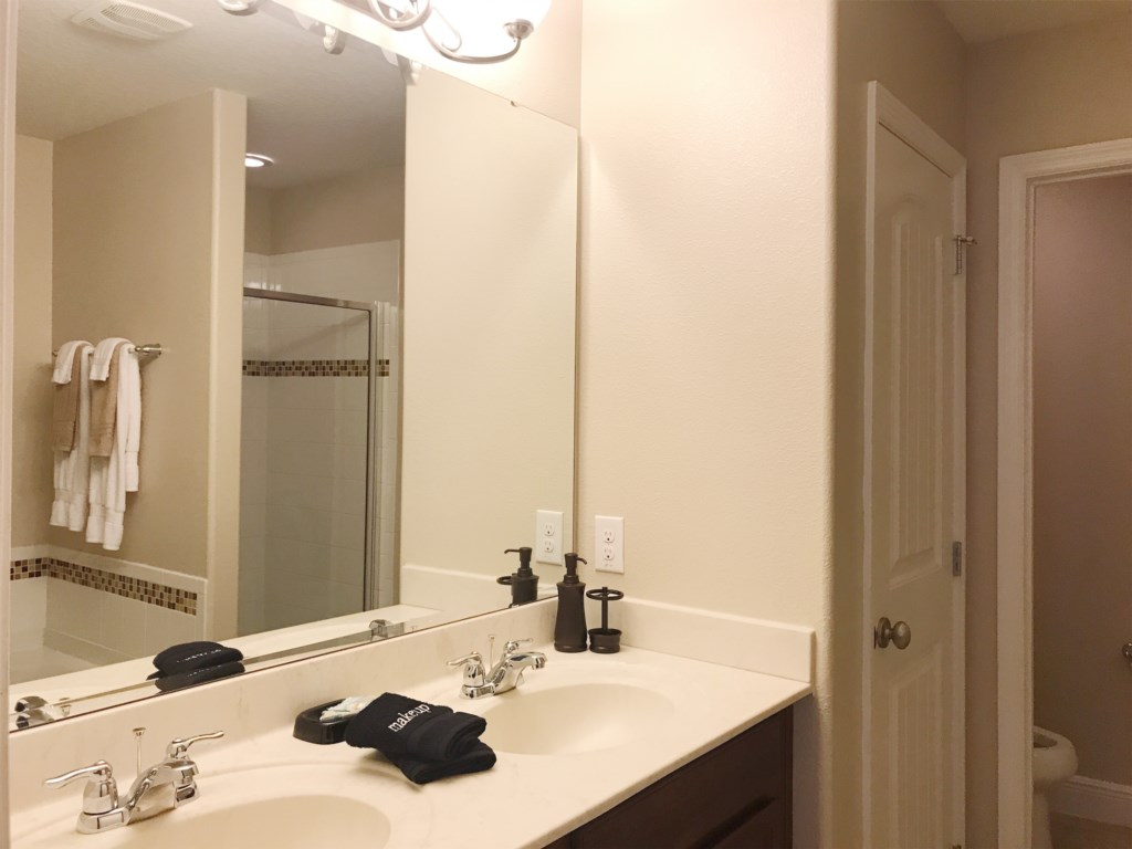 Upstairs King En Suite Bathroom - Double Sinks, Linen Closet, Toilet Room, Stand Alone Shower and Ga