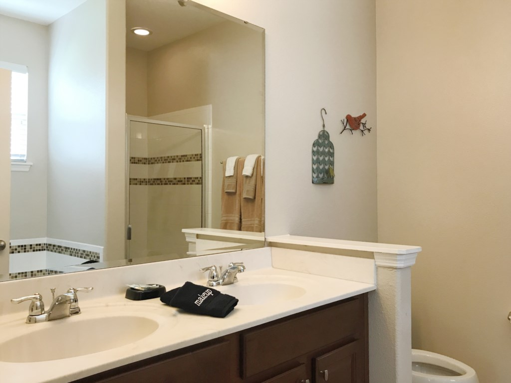 Downstairs King En Suite Bathroom - Double Sinks, Stand Alone Shower and Garden Tub!