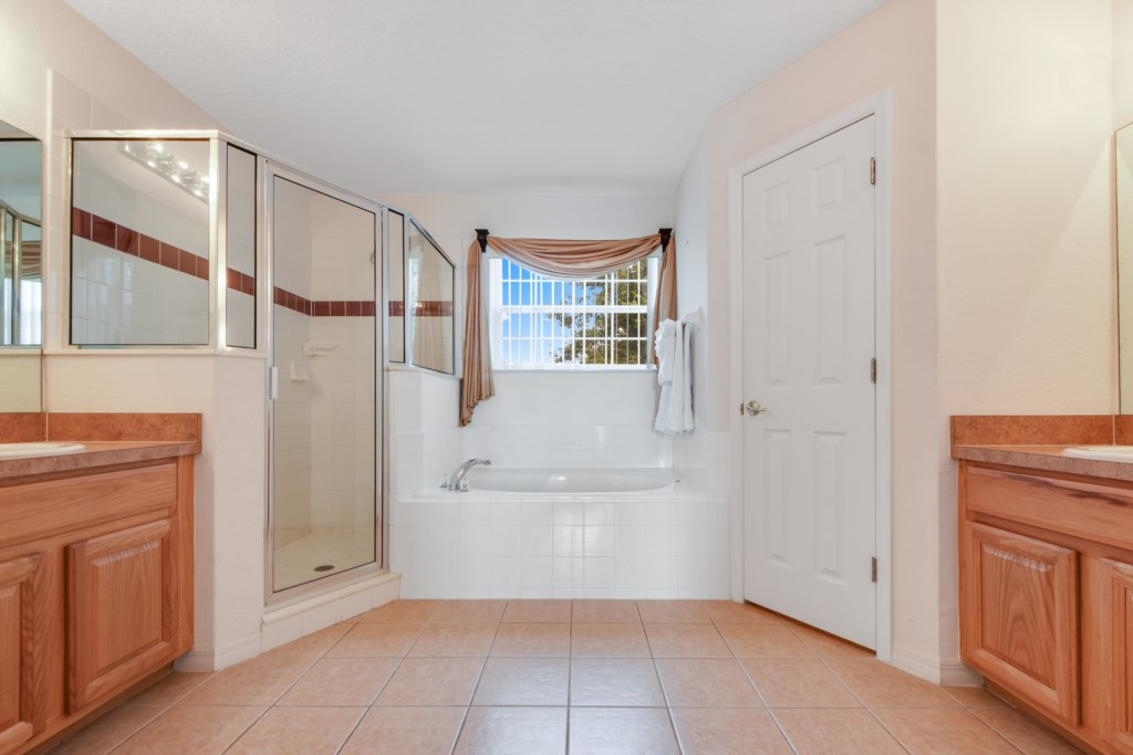 Master En Suite Bathroom - Garden Tub, Two Sinks, Walk In Shower, Toilet Room, Two Closets!