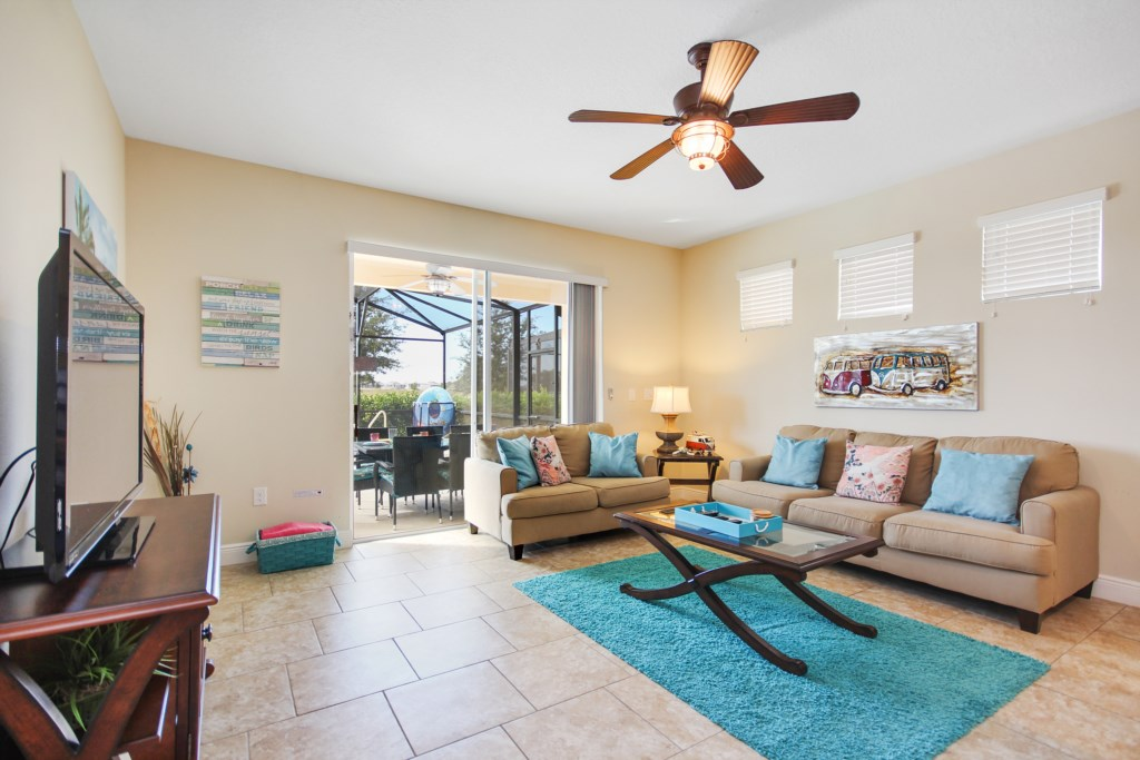 Beautiful Modern Furnishings and Accents - Large Flat Screen TV - Easy Patio Access!