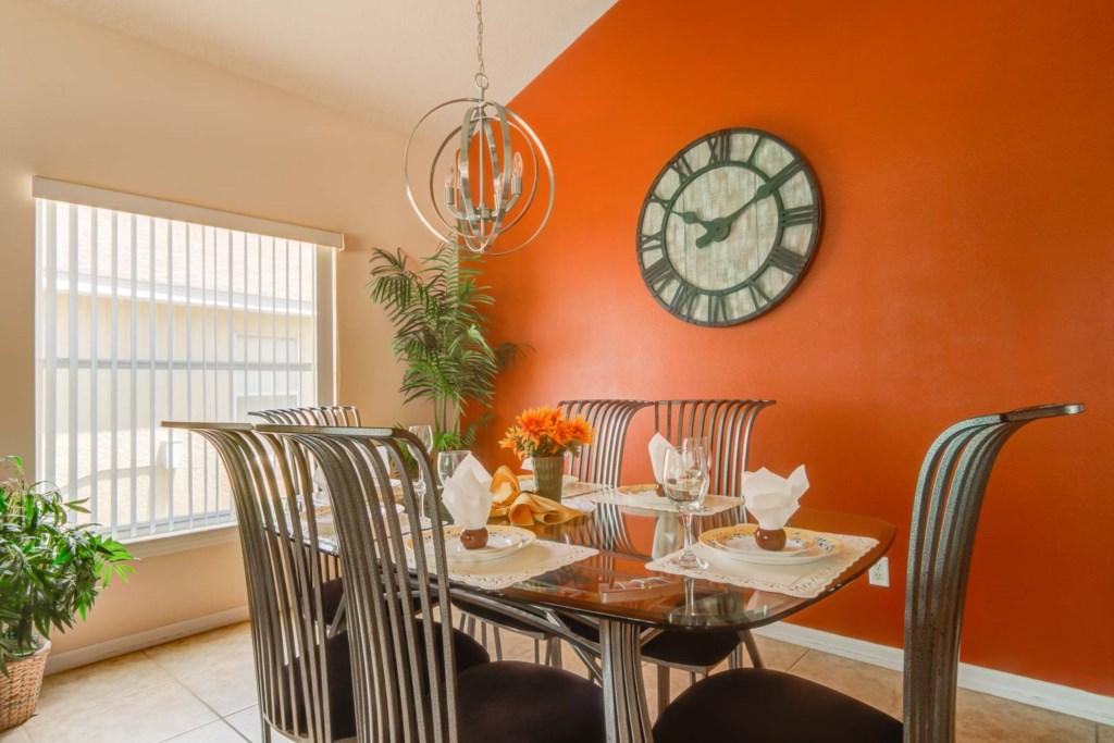 Karis' Sandy Ridge Villa - Dining Room