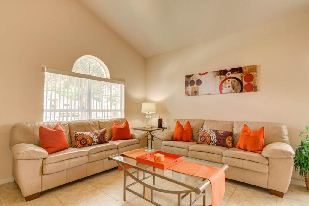Karis' Sandy Ridge Villa - Family Room
