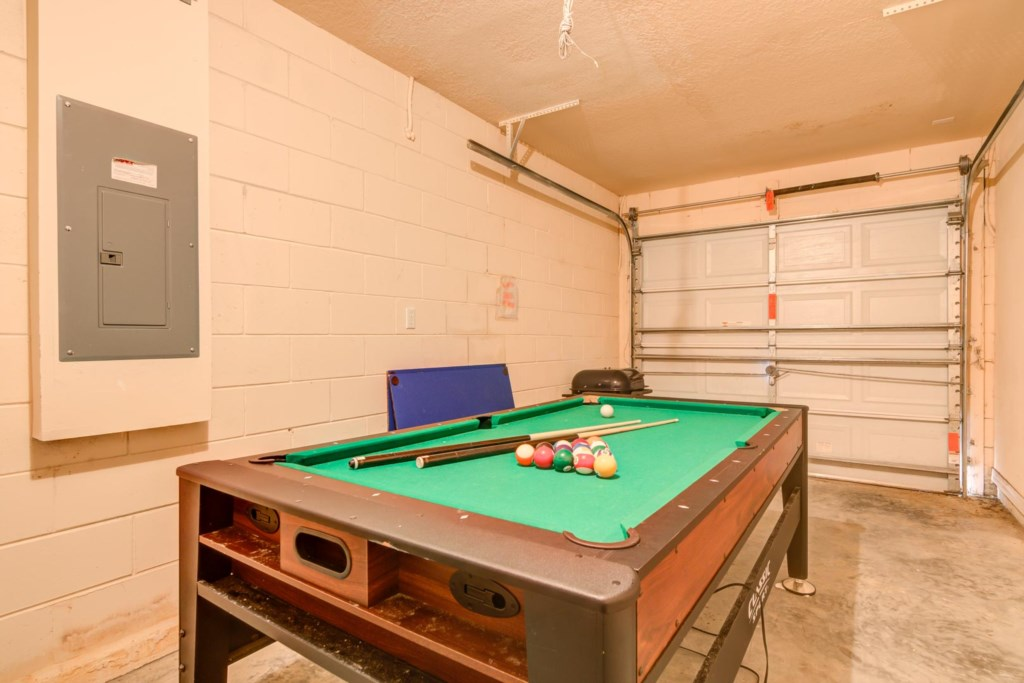 Karis' Sandy Ridge Villa - Pool Table in Garage