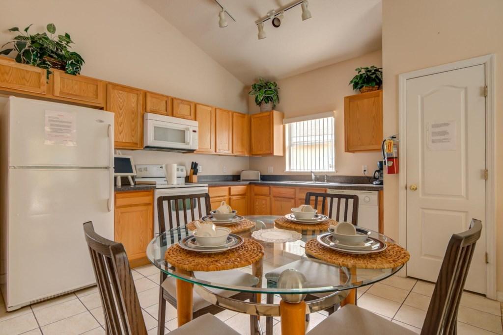 Karis' Sandy Ridge Villa - Kitchen & Breakfast Nook