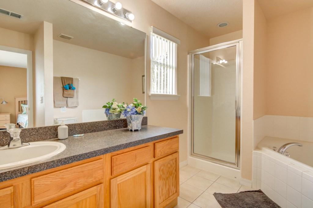 Karis' Sandy Ridge Villa - Master Bathroom 1