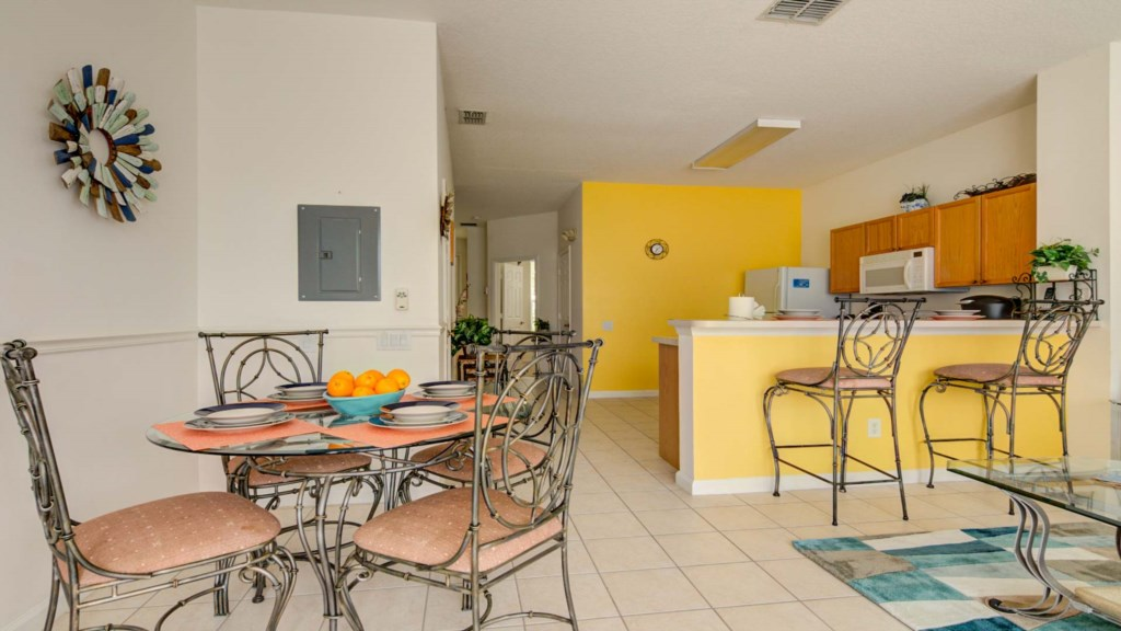 Marlene's Windsor Palms Resort Townhouse - Dining Table & Kitchen
