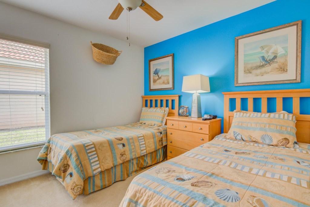 Robert's Solana Resort Villa - Bedroom 4 w/ Two Twin Beds
