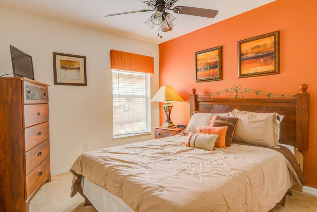 Robert's Solana Resort Villa - Bedroom 2 w/ Queen Bed