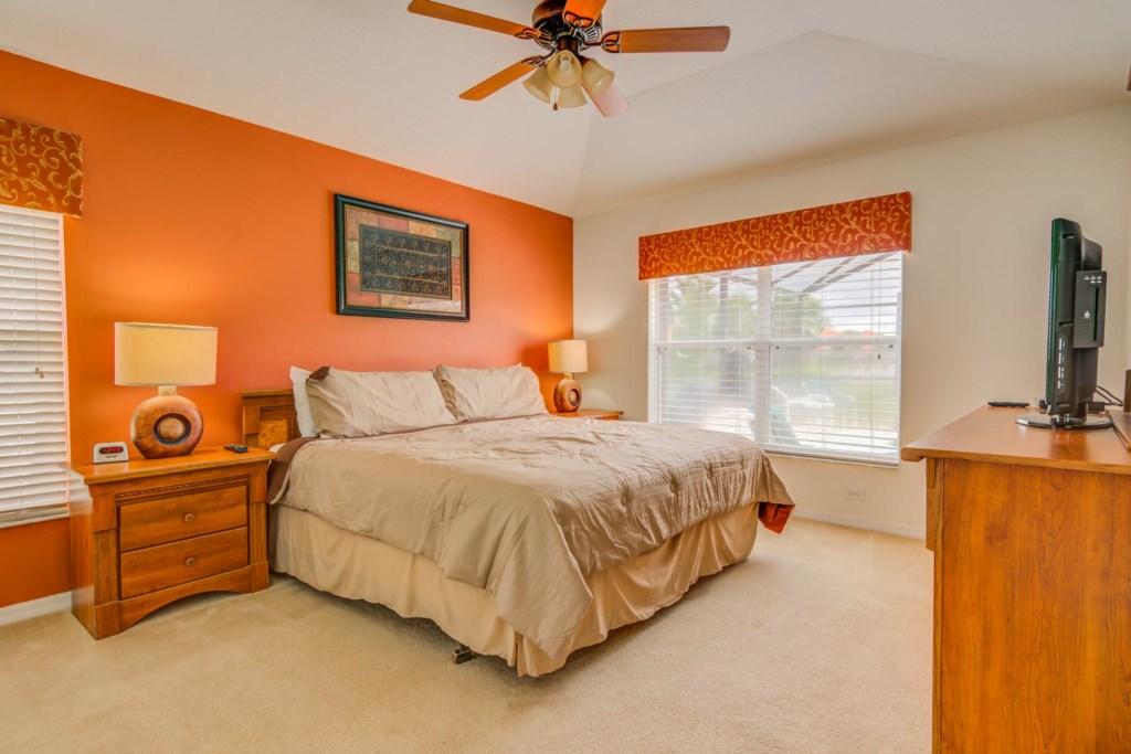 Robert's Solana Resort Villa - Master Bedroom w/ King Bed (2)