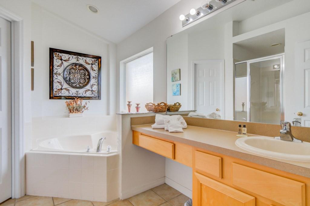 Robert's Solana Resort Villa - Master Bathroom