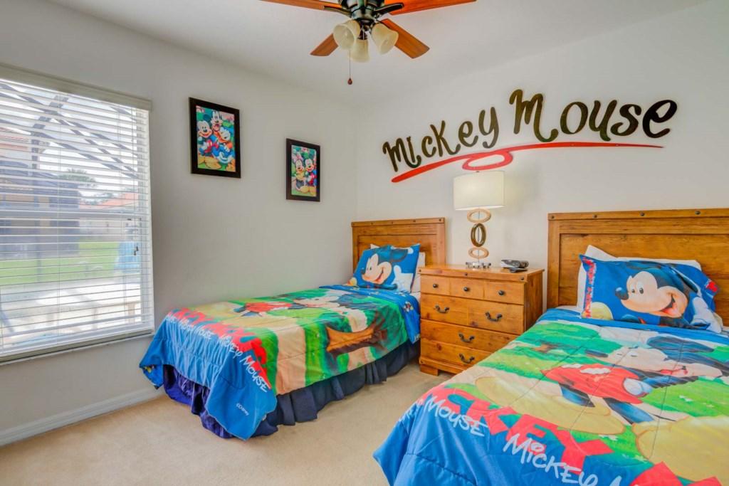 Robert's Solana Resort Villa - Bedroom 3 w/ Two Twin Beds