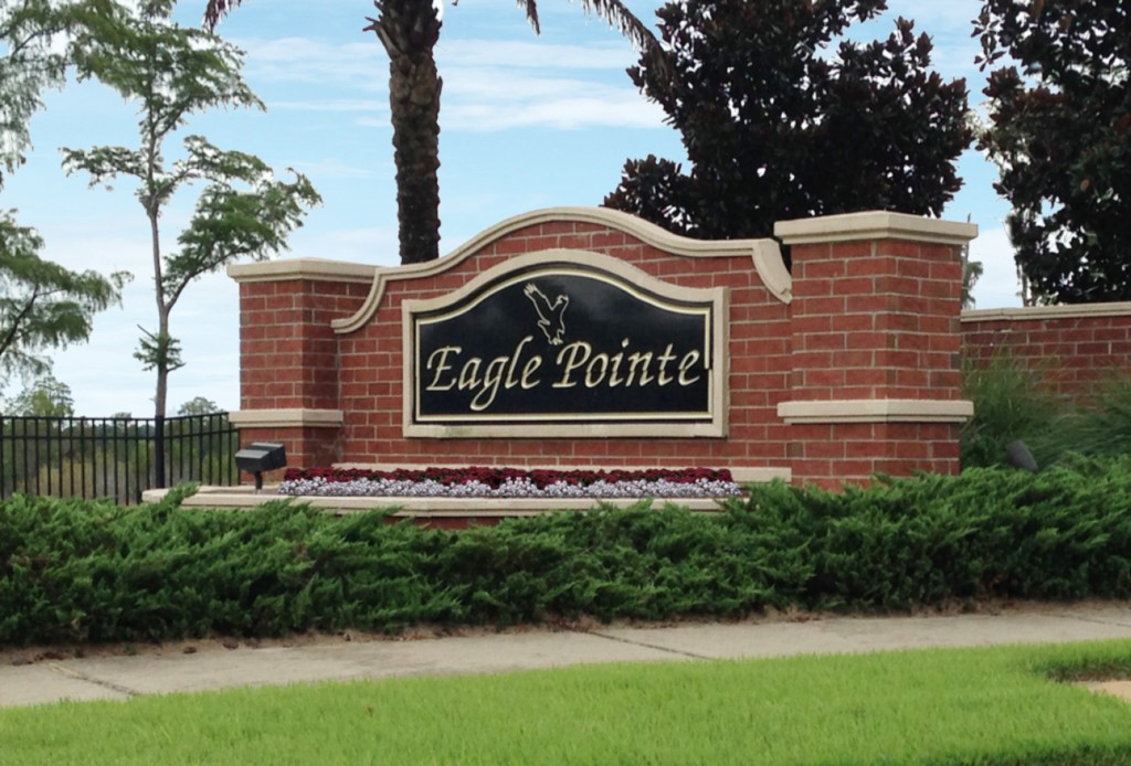 eagle-pointe-entrance