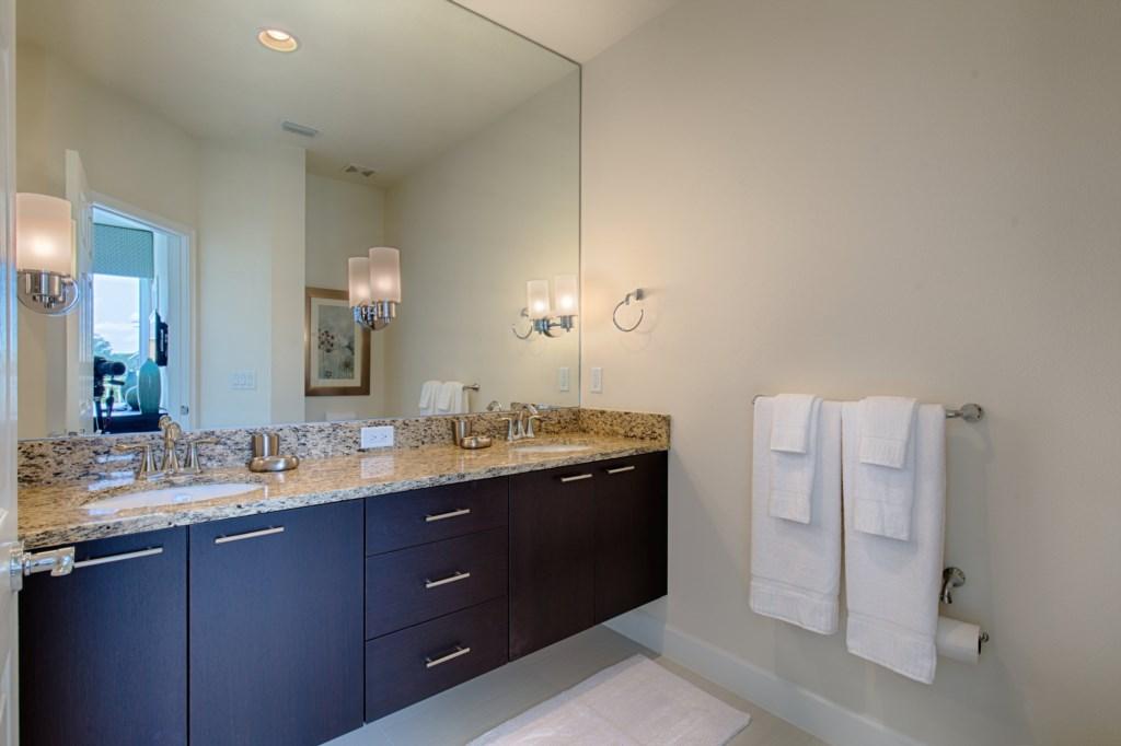 15_Bathroom_0721.jpg