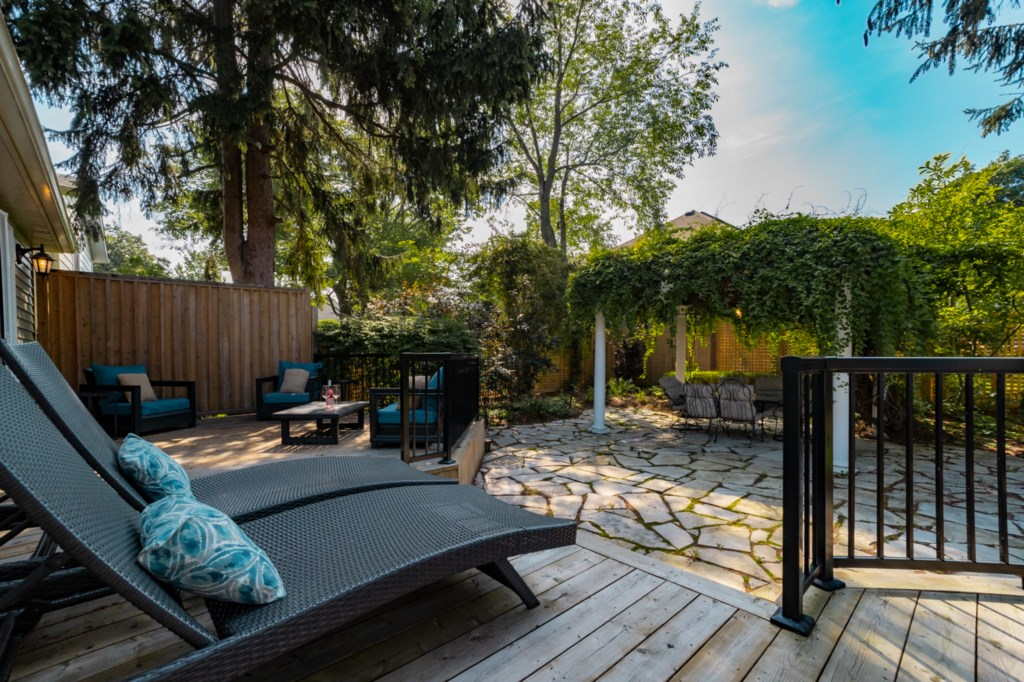Relax with a local glass of wine (or beer) and enjoy the fresh air - La Vignette Vacation Rental - N