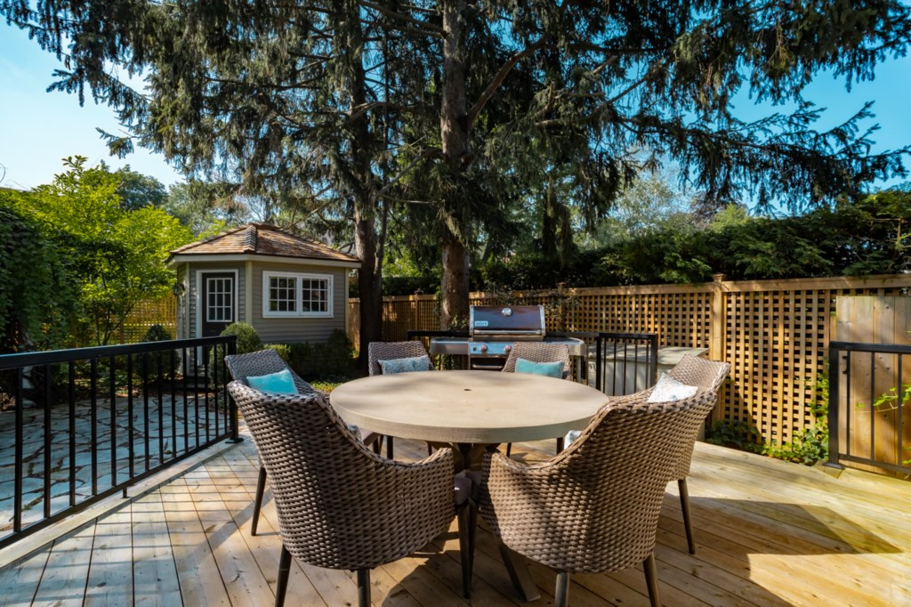 Sit around the table on the deck or for some shade, sit under the arbour - La Vignette - NOTL