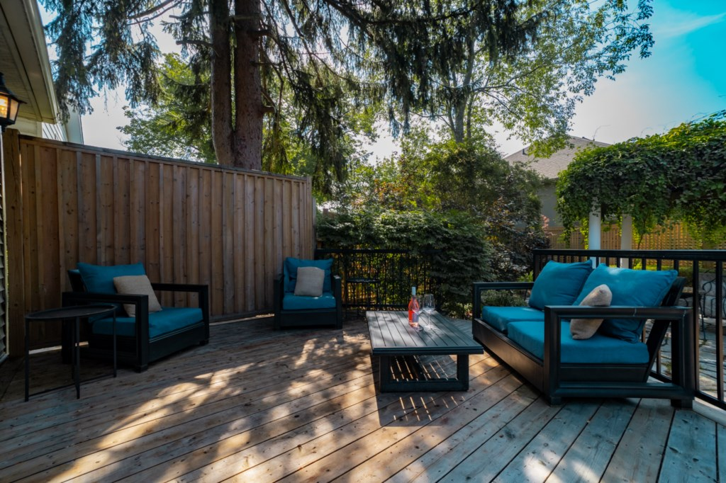 Relax and enjoy the fresh air on the private, back deck - La Vignette - Niagara-on-the-Lake