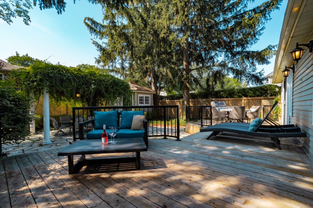 Private back deck - La Vignette Vacation Rental - Old Town - Niagara-on-the-Lake