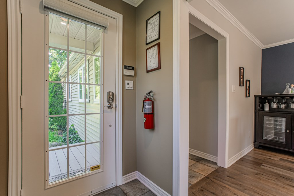 Fire extinguisher and floor plans for safety - La Vignette Vacation Rental - Old Town - Niagara-on-t