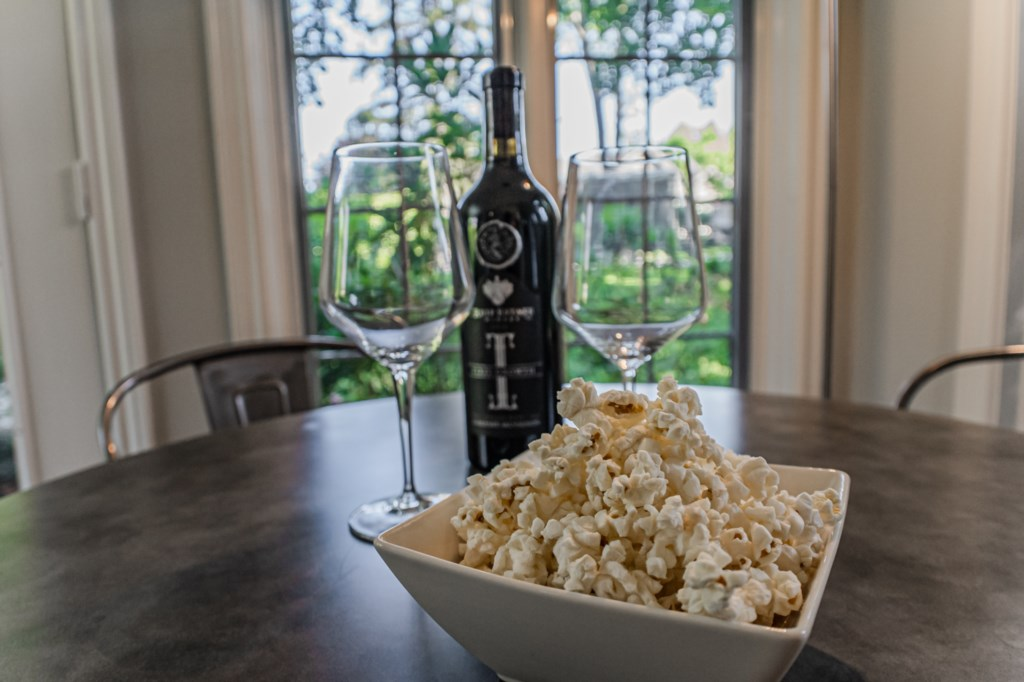 Enjoy a local glass of wine - La Vignette Vacation Rental - Old Town - Niagara-on-the-Lake