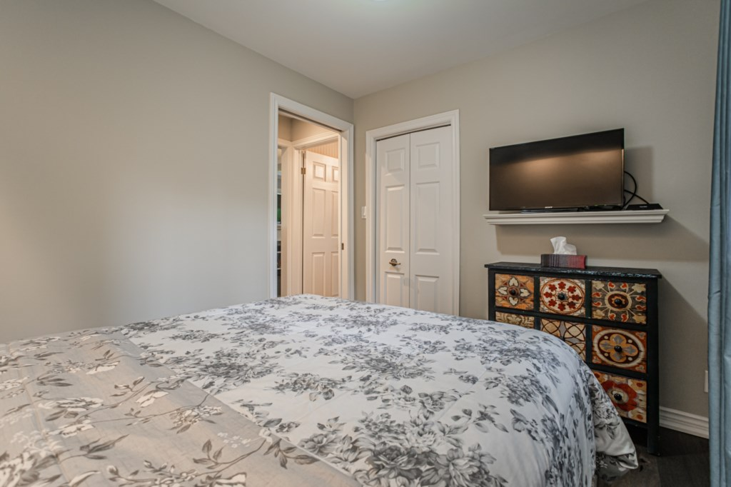 3 bedrooms with 2 full baths - Each bedroom has a TV - La Vignette Vacation Rental - Old Town - Niag