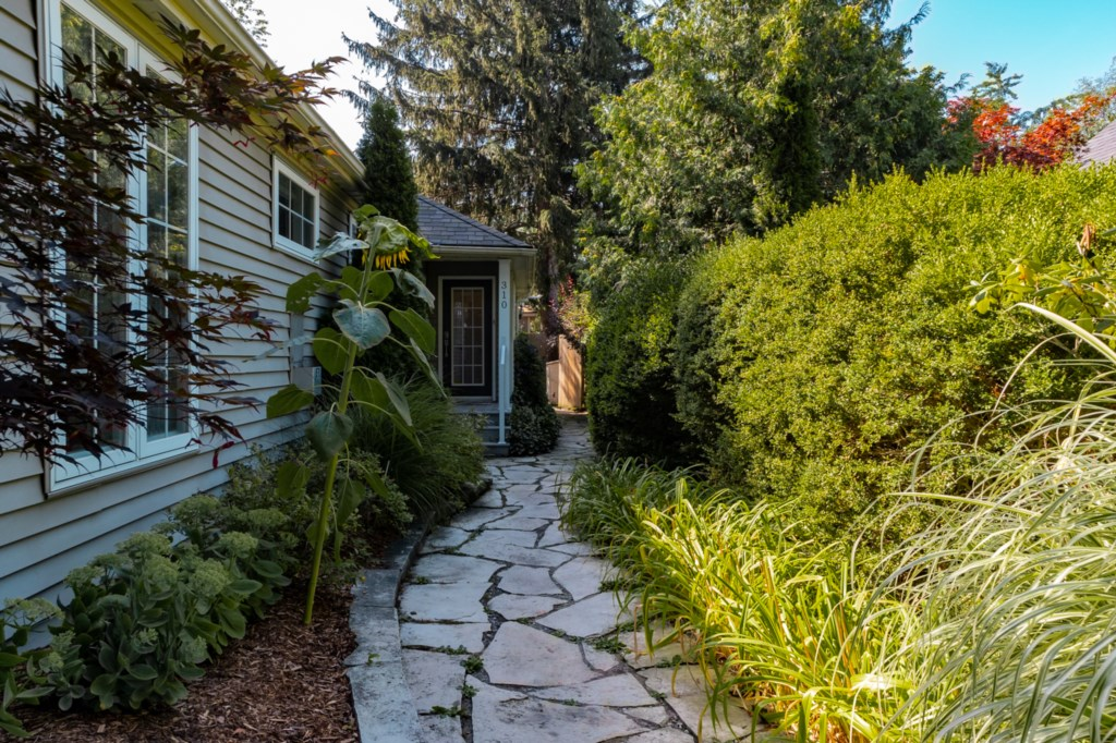 Great outdoor space with large fenced backyard - La Vignette - Niagara-on-the-Lake