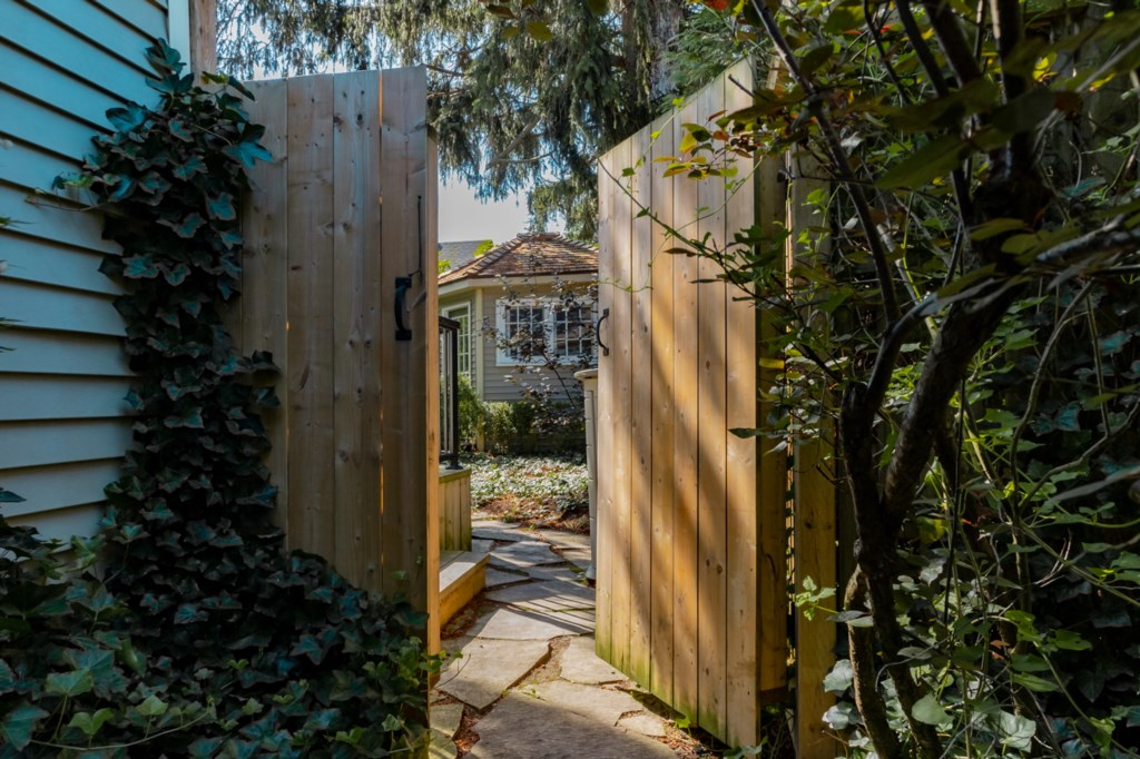 Fenced backyard garden with deck and patio, including BBQ/grill - La Vignette - Niagara-on-the-Lake