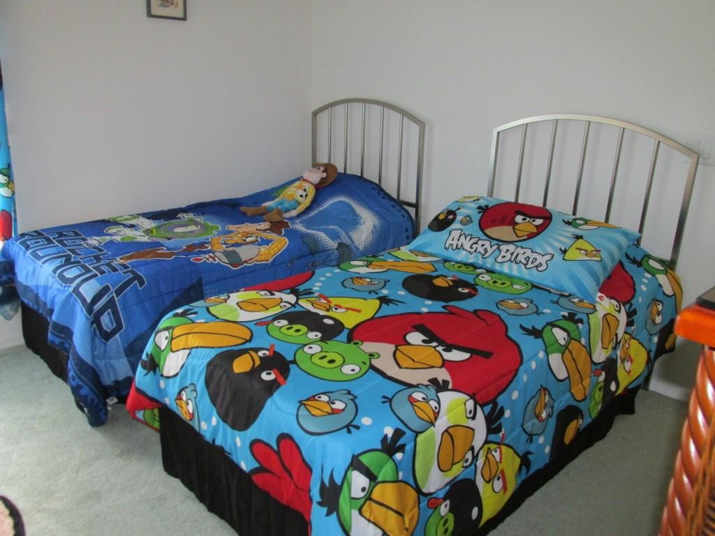 Kids double twin bedroom