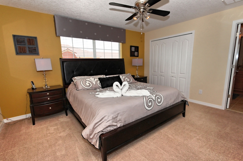 Master king Bedroom with ensuite