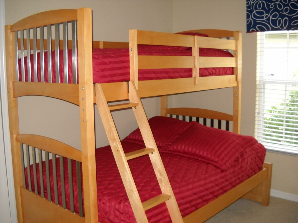 Bunk bed room full and single bed