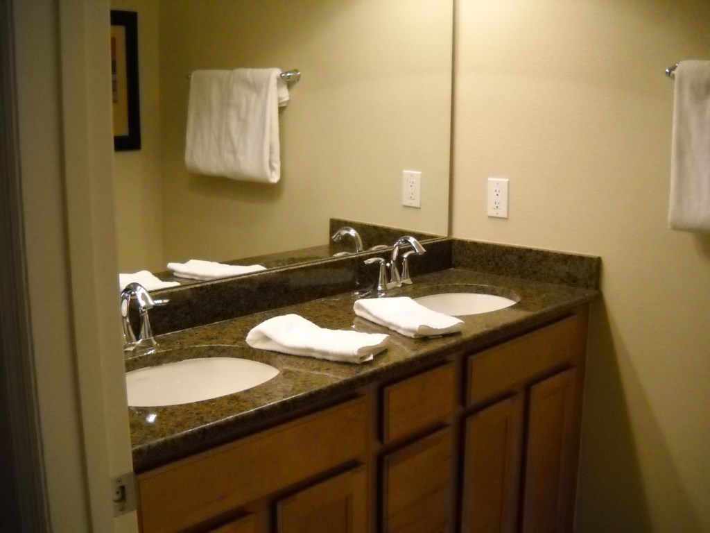 Double sinks in ensuite