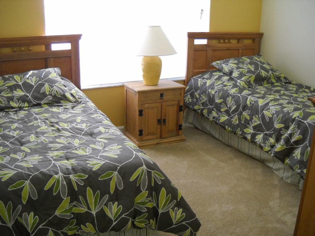 Double twin bedroom (1)