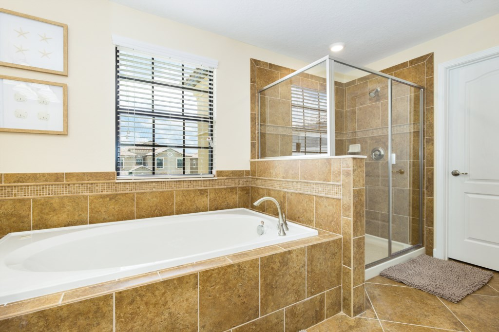 19_Bathroom_0721.jpg