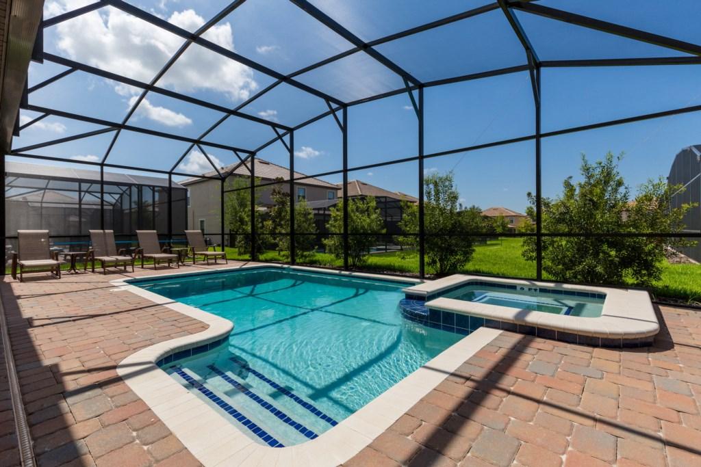 35_Large_Pool_Deck_0721.jpg
