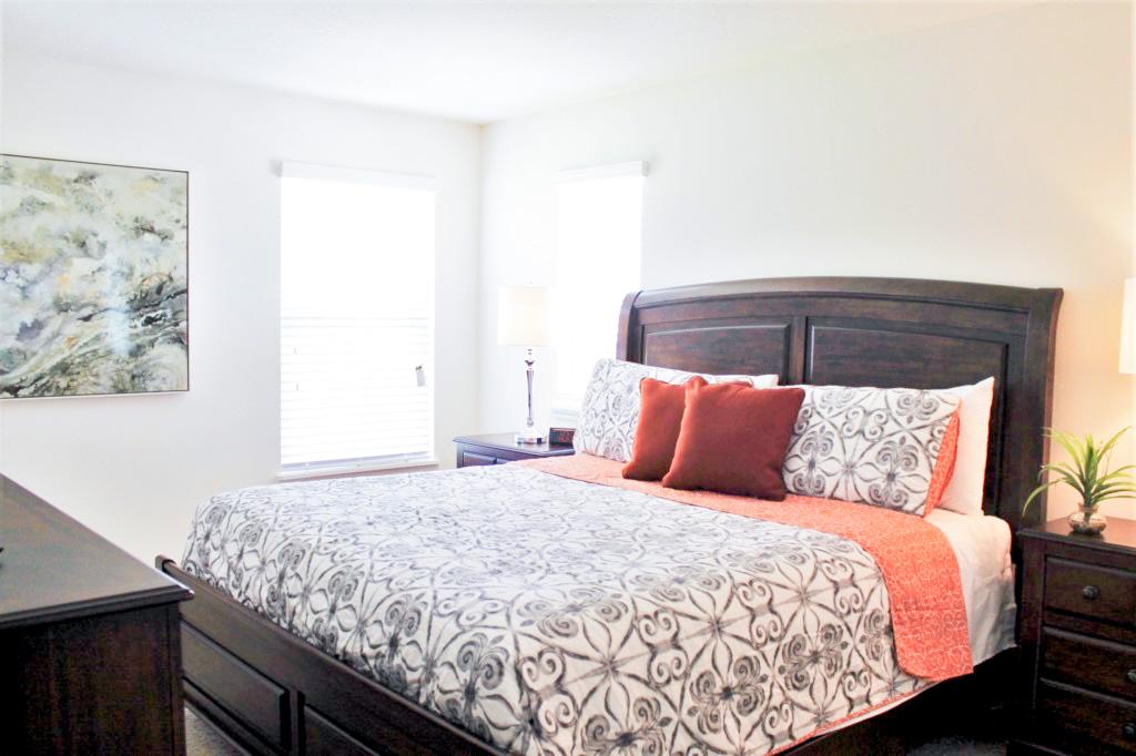 Bedroom 6: Master King En Suite! Private TV!