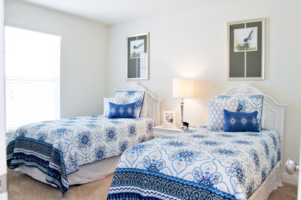 Bedroom 2: Adorable Twin Bedroom, Private Flat Screen TV!
