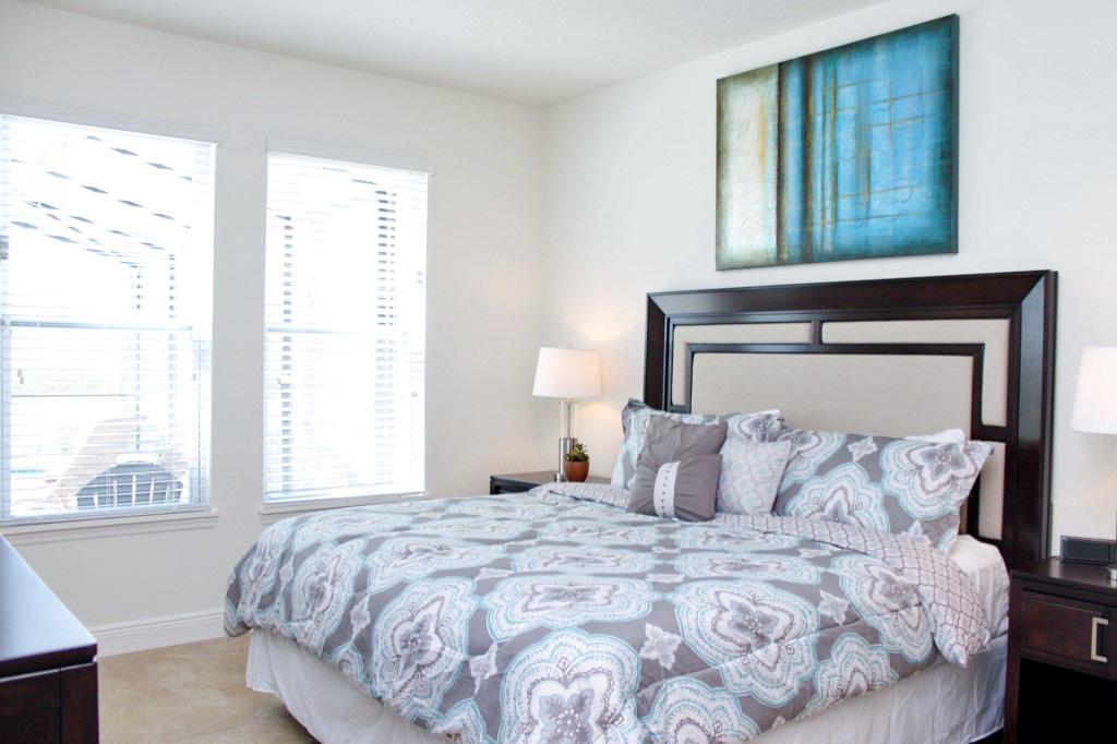 Bedroom 1: King Master En Suite, Private Flat Screen TV! (Main Floor)
