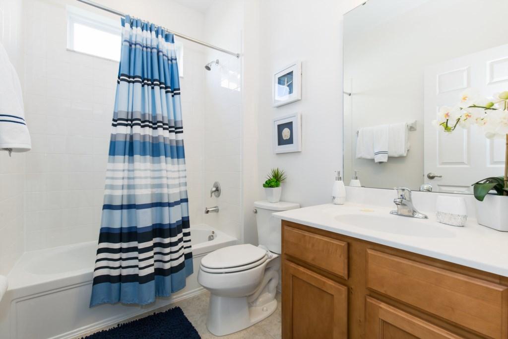 24_Bathroom_0921.jpg