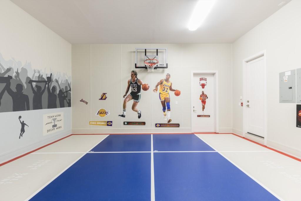 BasketballCourt-1