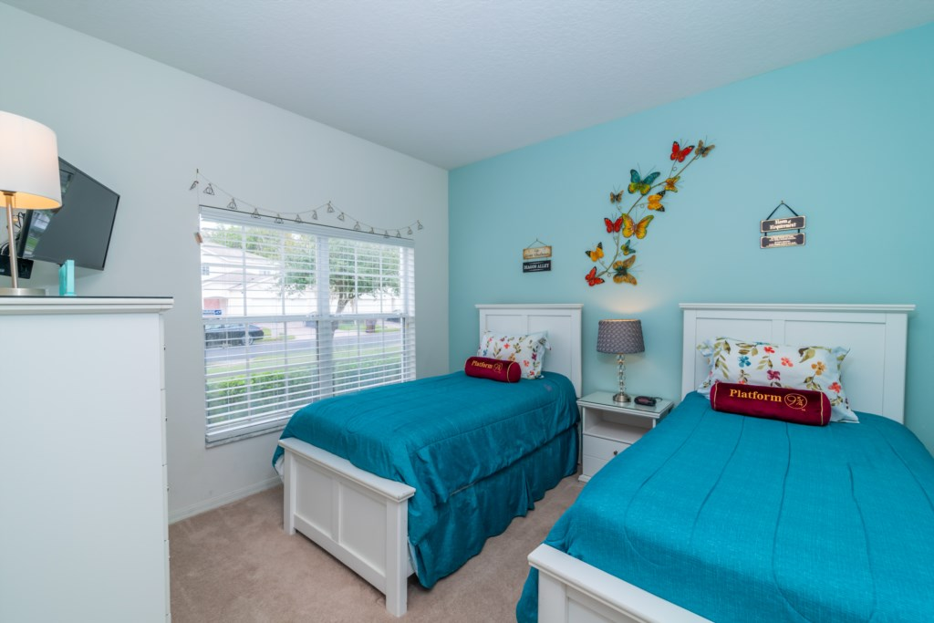 6-Bed-Orlando-Vacation-Home-Near-Disney-Kissimmee-Florida