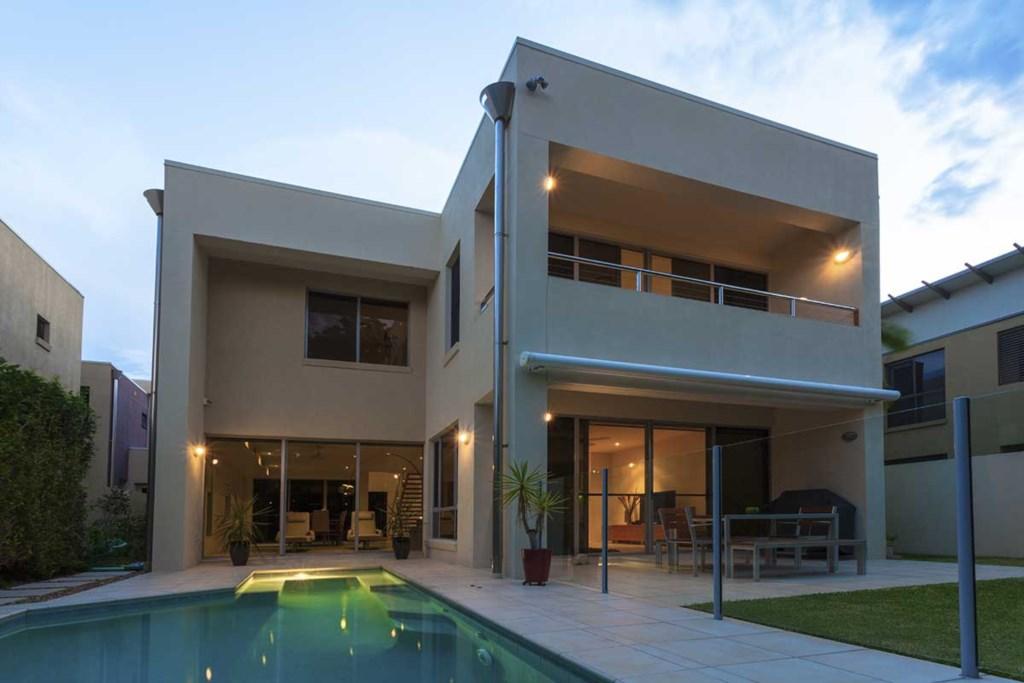 Luxury 2  Bedroom Apartment Near Hampton