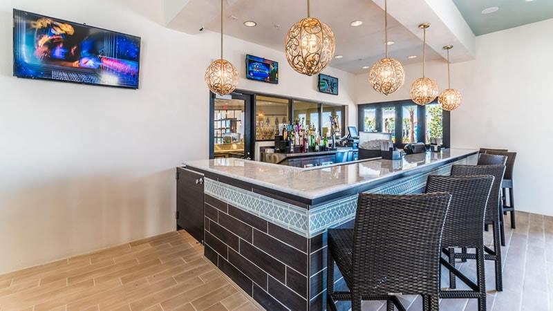 Bar & Lounge 2.jpg